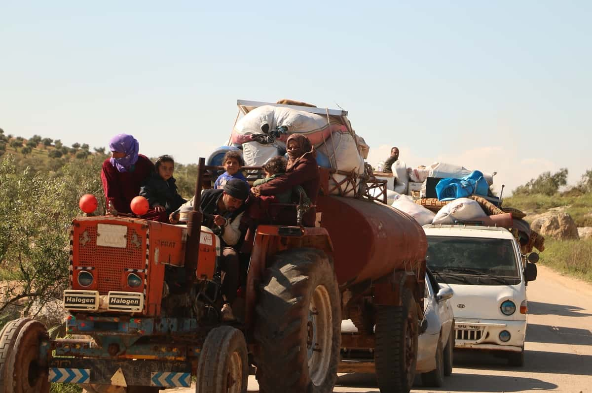 Displaced Syrians return home to outrun virus