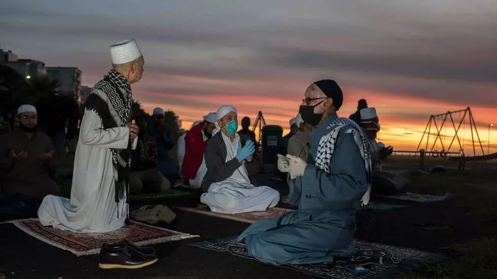 Start of Ramadan Prompts Algeria, Egypt, Dubai to Ease COVID-19 Curbs