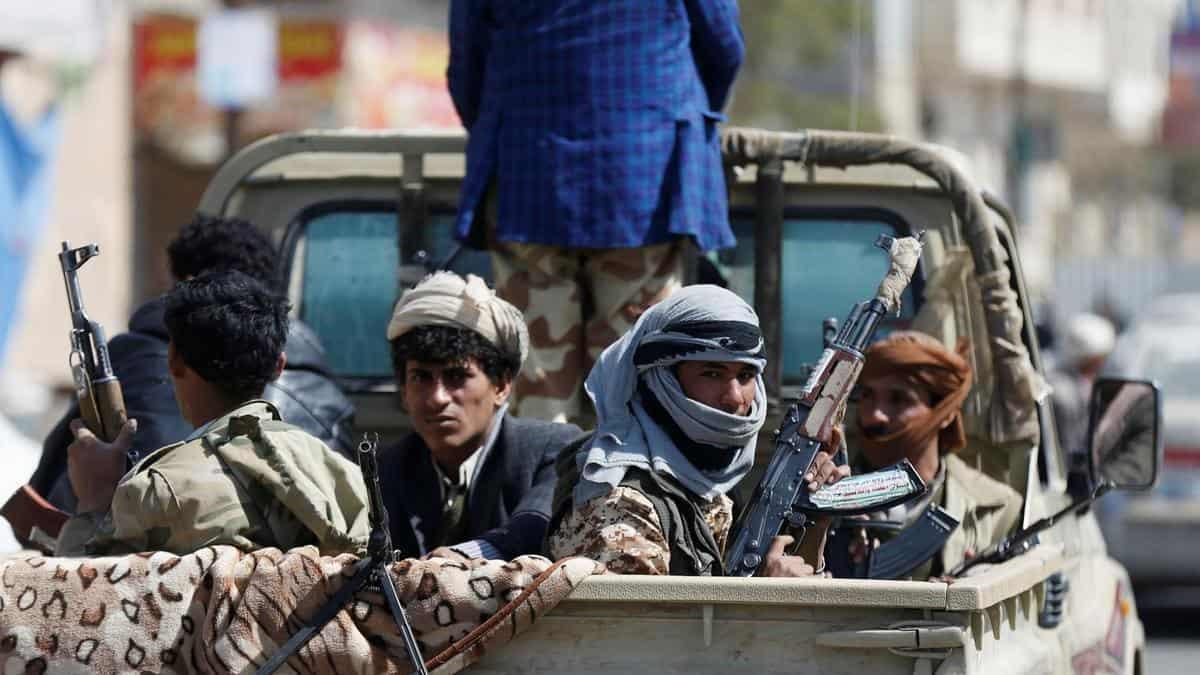 Houthis Arrest, Kidnap Former Yemeni Minister Khaled al-Ruwaishan