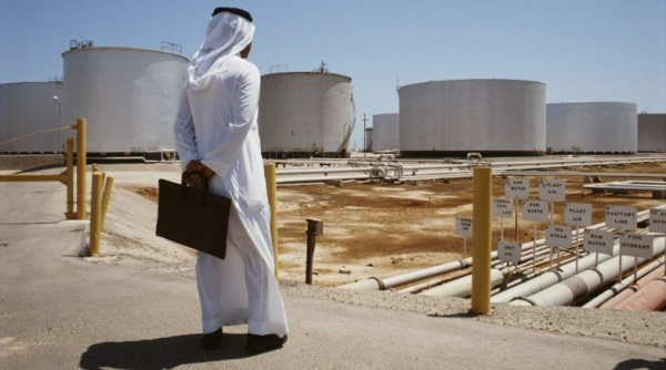 Falling Oil Prices Force Saudi Arabia to Dip into Reserves