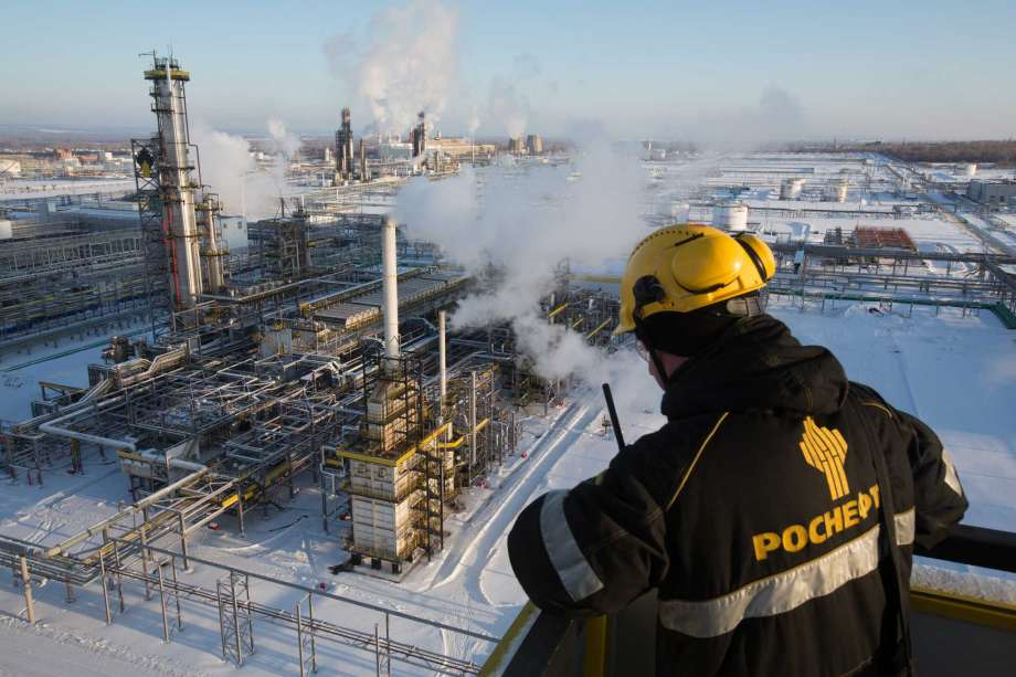 Russian Oil Output Drops to Decade-Low as Oil Glut Eases