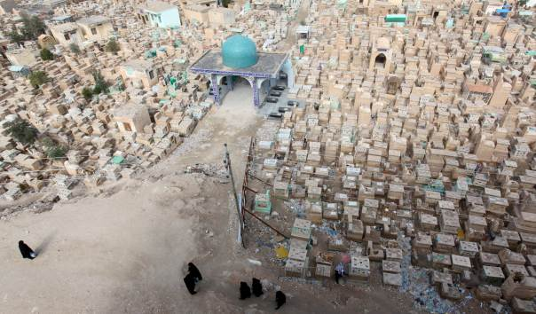 Iraqi Militiamen Provide Burials for COVID-19 Patients